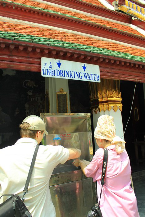 Free Drinking Water di area Grand Palace