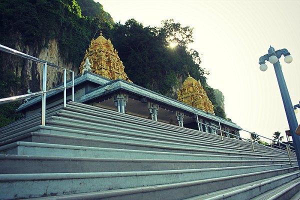 Kuil Sekitar Pintu Masuk Batu Caves