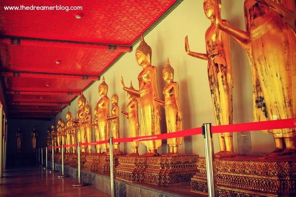 Deretan Patung sedang Meditasi di Wat Pho
