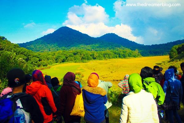 Pendakian Gunung Papandayan yang Ceria dan Menyenangkan