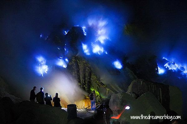 Wisata Kawah Ijen – Trekking Dini Hari demi 'Blue Fire'