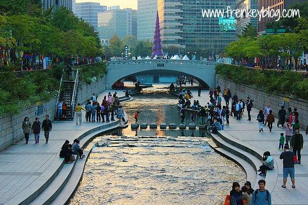 Hari 3 : Seoul ( Gyeongbokgung Palace, Cheonggyecheon Stream, Gwanghwamun Square )