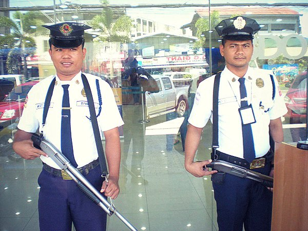 Petugas Security di Manila