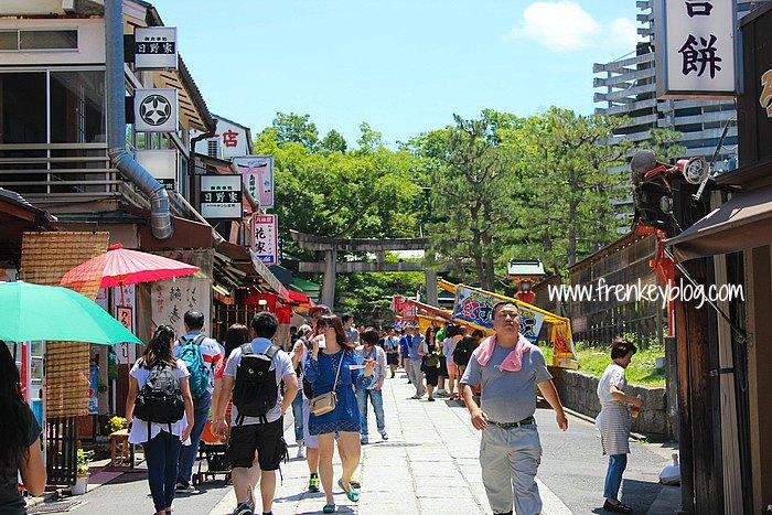 Area Jajan, Tempat Jualan Oleh-oleh dan Aksesoris di Fushimi Inari