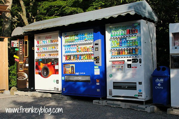Vending Machine di Kinkakuji Temple