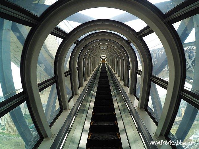 Eskalator setara 4 Lantai di Umeda Sky Building