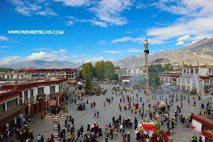 Suasana di Depan Jokhang Temple, Tibet