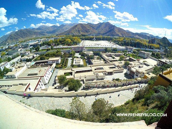 Pemandangan Kota Lhasa dari Potala Palace