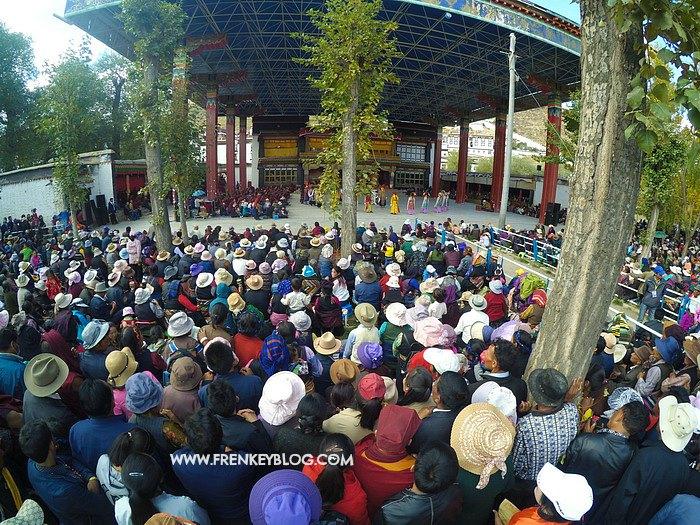 Keramaian Perayaan Festival di Shigatse