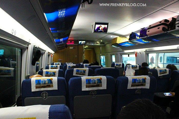 Suasana di dalam Kereta Cepat dari Beijing ke Shanghai