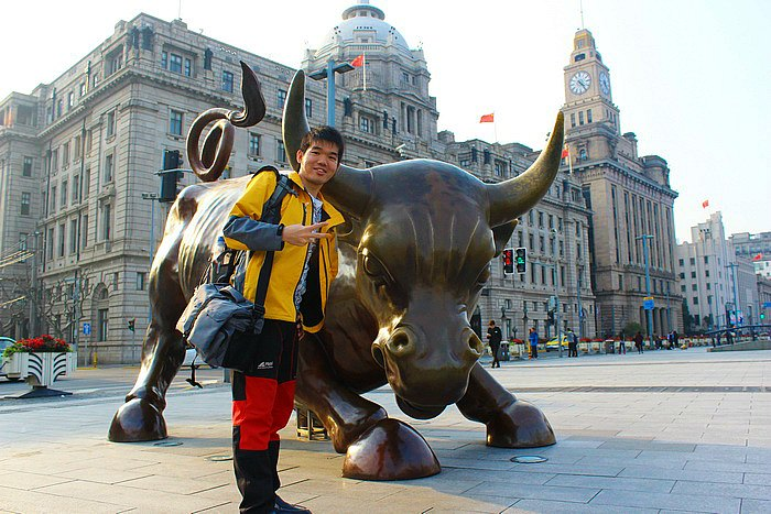 "Foto Wajib Bersama ""The Bund Bull"" di The Bund - Shanghai"
