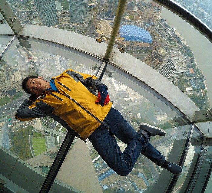 Hari 8 : Oriental Pearl Tower – Sensasi Berjalan di Lantai Kaca
