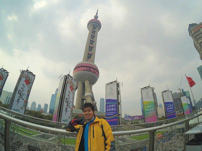 Selfie depan Oriental Pearl Tower Shanghai