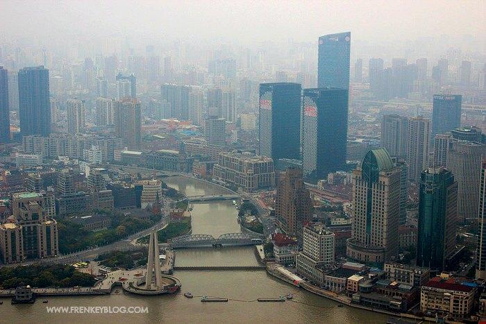 Pemandangan Kota Shanghai dari Oriental Pearl Tower