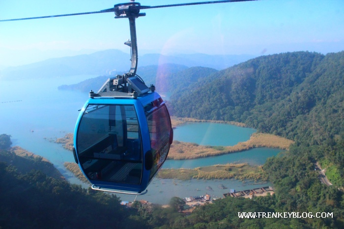 Pemandangan Cable Car di atas Sun Moon Lake