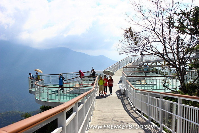 Pemandangan di atas Cingjing Sky Walk