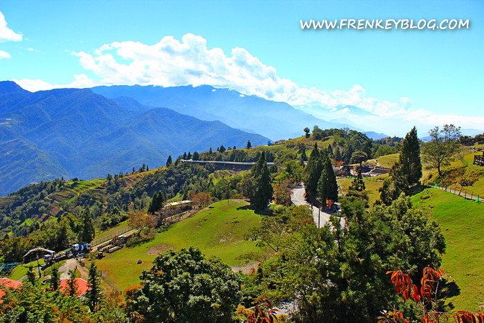 Pemandangan Grassland Cingjing Farm dari atas Kastil, Mantap kan?!?