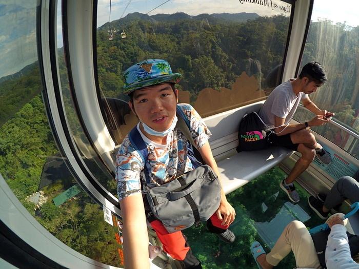 Cabin Transparant Maokong Gondola ( Bonus Selfie Muka gue yg tidak jelas hahaha... )