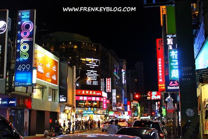 Salah Satu Sudut Keramaian di Ximending Shopping Area